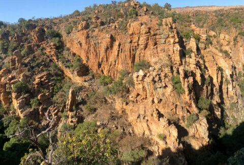 Hike Tonquani Gorge